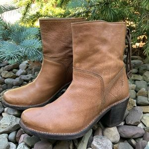 FRYE Carmen short back lace brown leather boot. 7B